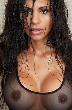 Nina Bruckner Want Show Her Perfect Body